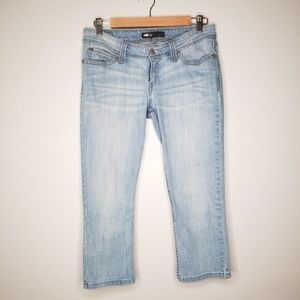 Levi's Light Wash Capris